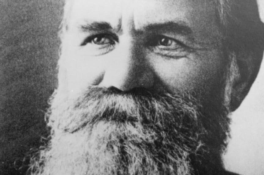 El origen de la quiropráctica se remonta a finales del siglo XIX. Te cuento la historia de su creador, Daniel David Palmer, y su primer caso de éxito.