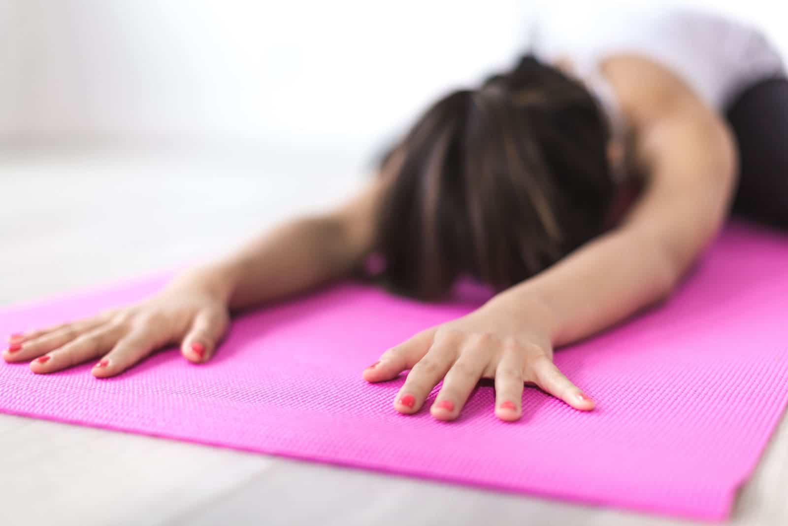 3 ejercicios para calmar el dolor de espalda sin salir de casa